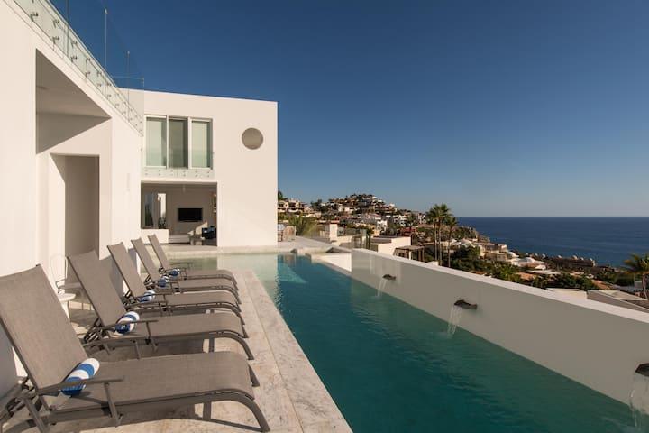 Modern Pedregal Villa w/ Ocean Views: Villa Besame