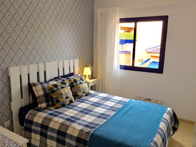 Modern double bedroom in Villa - San Bartolomé de Tirajana - Casa