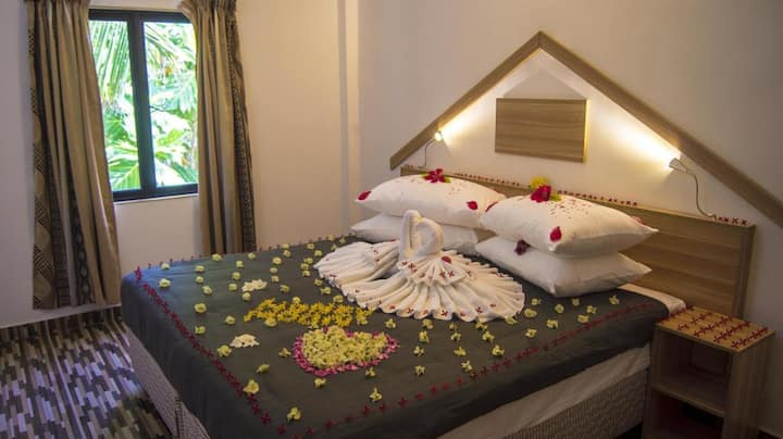 Local Guesthouse - Beachfront - Thulusdhoo