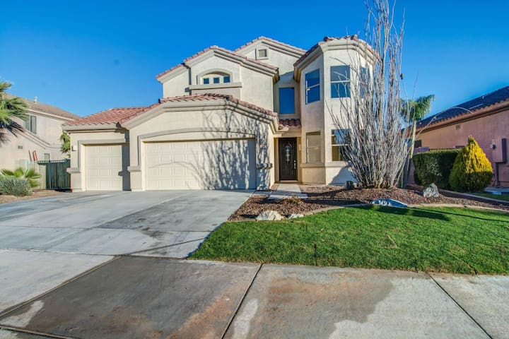 Gated community, private relaxing room & pool/spa - Goodyear