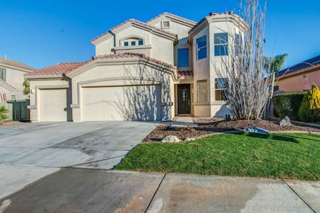 Gated community, private relaxing room & pool/spa - Goodyear - House
