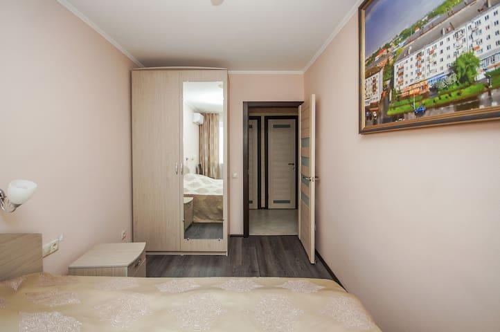 Двухкомнатная квартира у вокзала и набережной - Omsk - Appartement