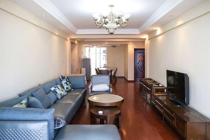 无敌海景房 精装大公寓 可做饭 给你家的感觉 适合4-6人居住 - Qingdao - Lägenhet
