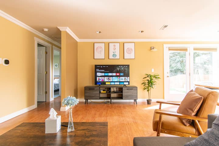 Stylish 3BR suite near airport & Seattle-Unit A