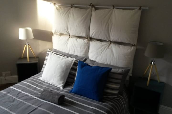 Comfy and sunny double bedroom in Newington area