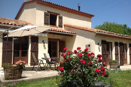 Chez Irene B&B (Room 2) - Saint-Quentin-la-Tour