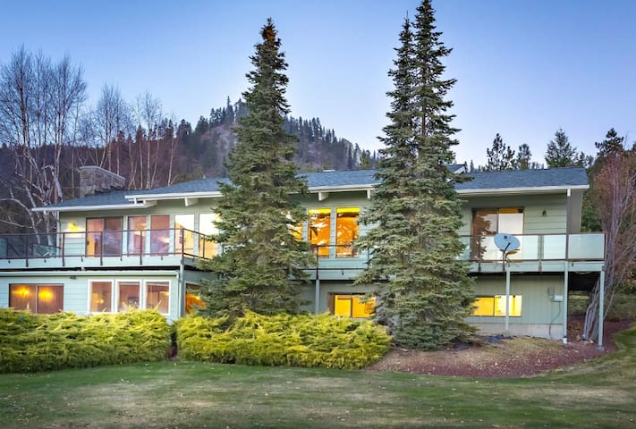 Ski Hill home w/ stunning views & hot tub!
