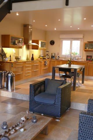 Chambre avec sdb dans jolie maison atypique
