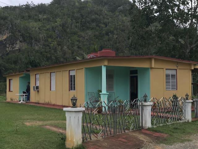 Casa Livan y Lisvey. Habitacion II