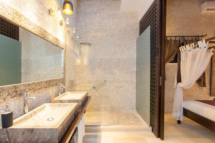 Amazing bathrooms with natural light and lots of textures