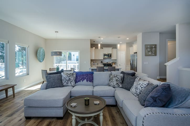 Classy, Newly built home in Morro Bay