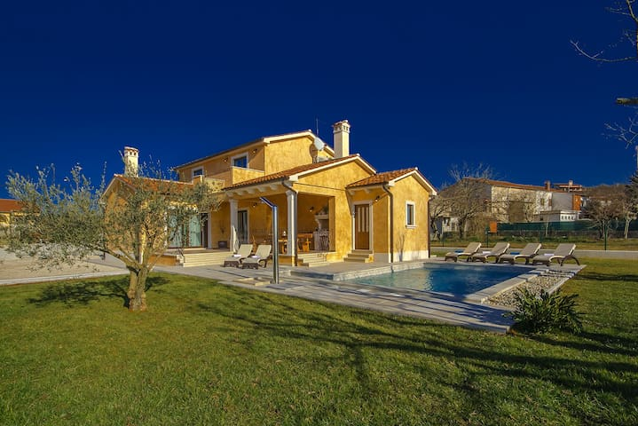 Lovely Villa Rotonda with pool - Flengi - Villa