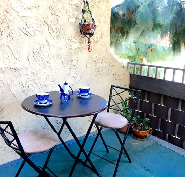Private space for outdoor eating