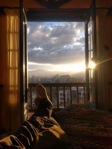 Vista a Quito desde dormitorio 2