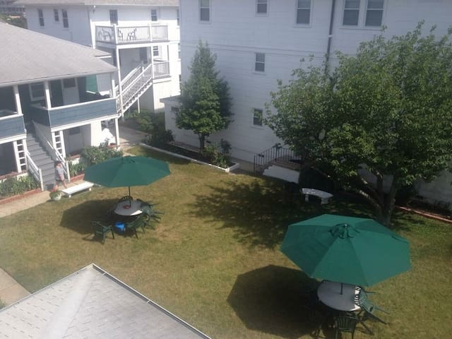 1 block from the beach 2 bedroom 5S