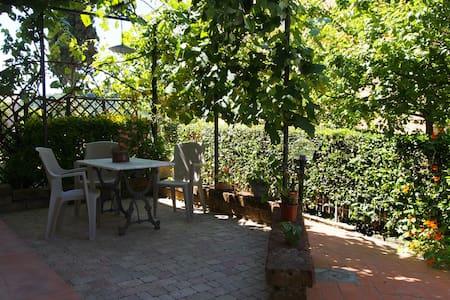 """""""Casa Primavera"""" nel borgo di Santa Luce - Santa Luce - Apartamento"""