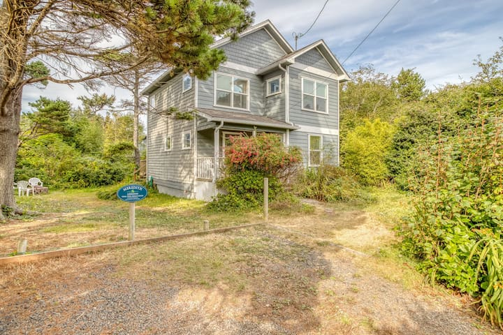 Tidal Pool Beach House - Two-Story Home Across the Street from the Beach with Yaquina Head Views!