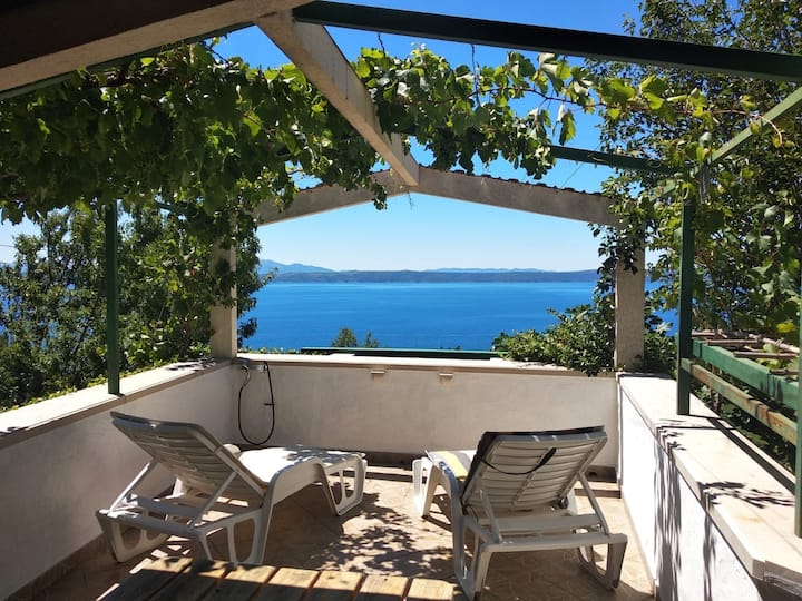 Peaceful holiday home close to the virgin beach