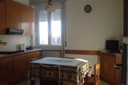 Comodo alloggio a meta' strada fra' Milano e Como - Giussano - Lejlighed