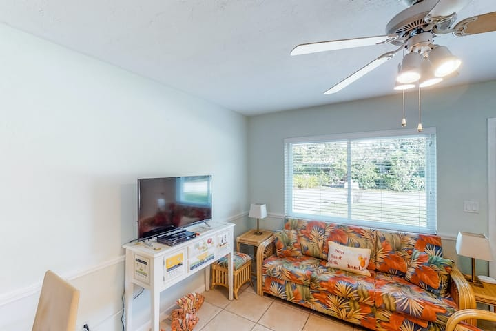 Quiet duplex home w/ lovely patio - 3 blocks to the beach, 1 dog welcome!