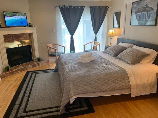 Cherry's New King bedroom, Entry near skytrain,YVR
