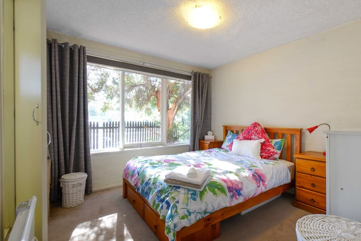 Cozy apartment with covered parking - Brunswick West - Appartamento