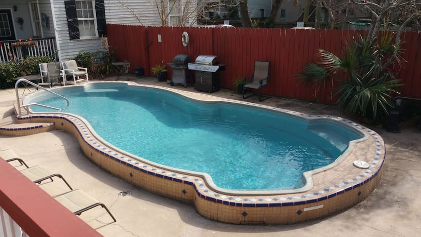Amazing Downtown Condo With Pool!