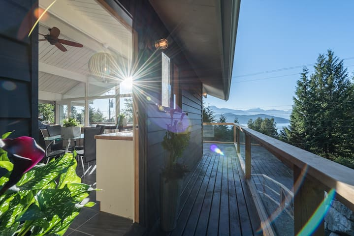 Full, private house with views, walk to the beach