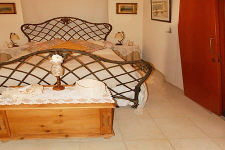The Hill Top Rooms - Agia Anna - Bed & Breakfast