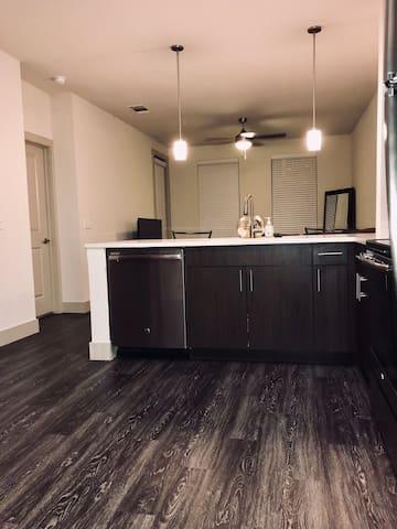 Modest Midtown apartment in PRIME LOCATION!**