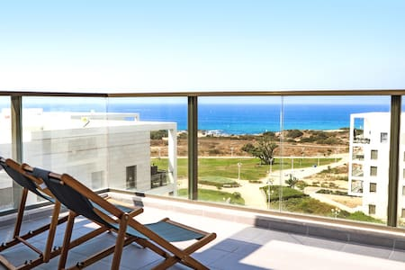 Deluxe 2 Bedroom Penthouse with Terrific Sea Views