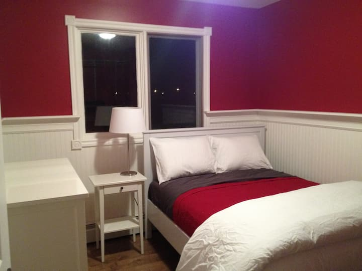 Bedroom rental professionally cleaned.