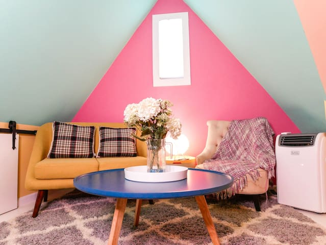 Cute colorful cozy loft space in Long Beach