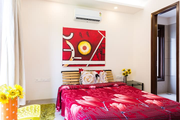 Bright & Modern room in apartment - New Delhi