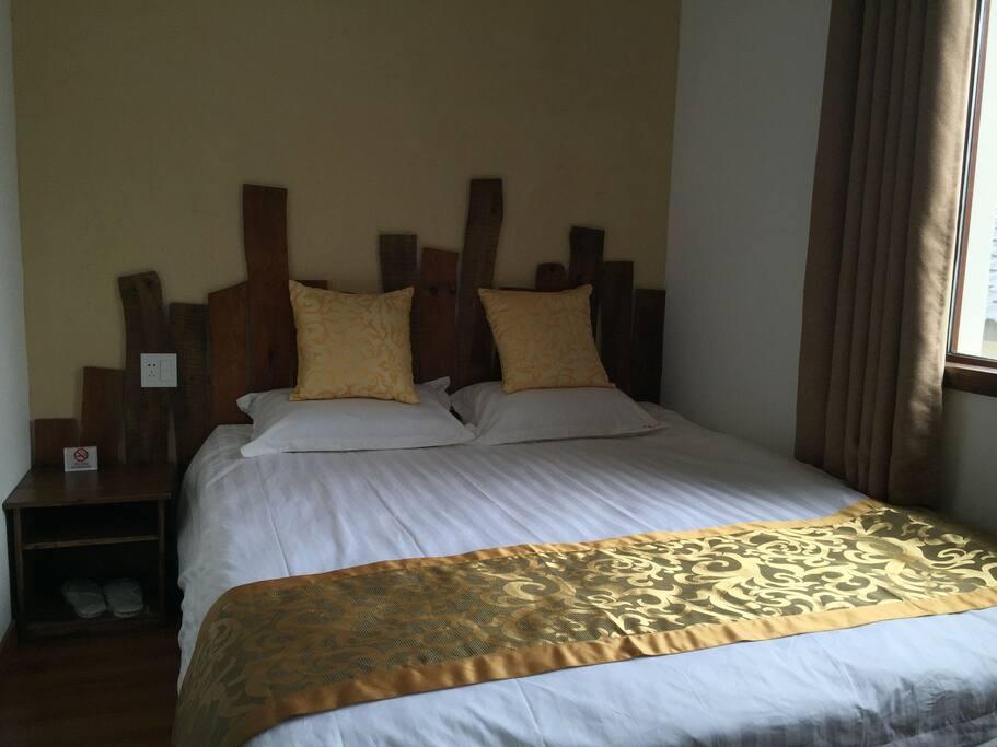 大床房1米8x2米,二楼