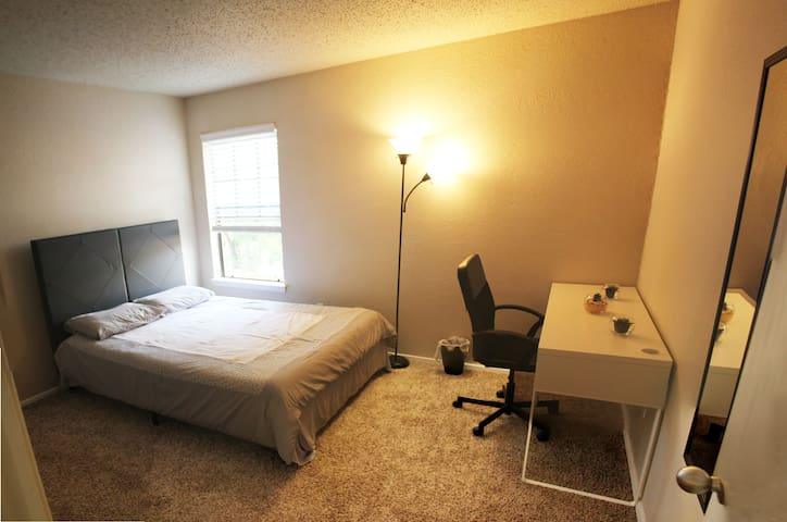 Cozy Comfy Apt Close to Everywhere + Free Parking - Arlington - Lägenhet