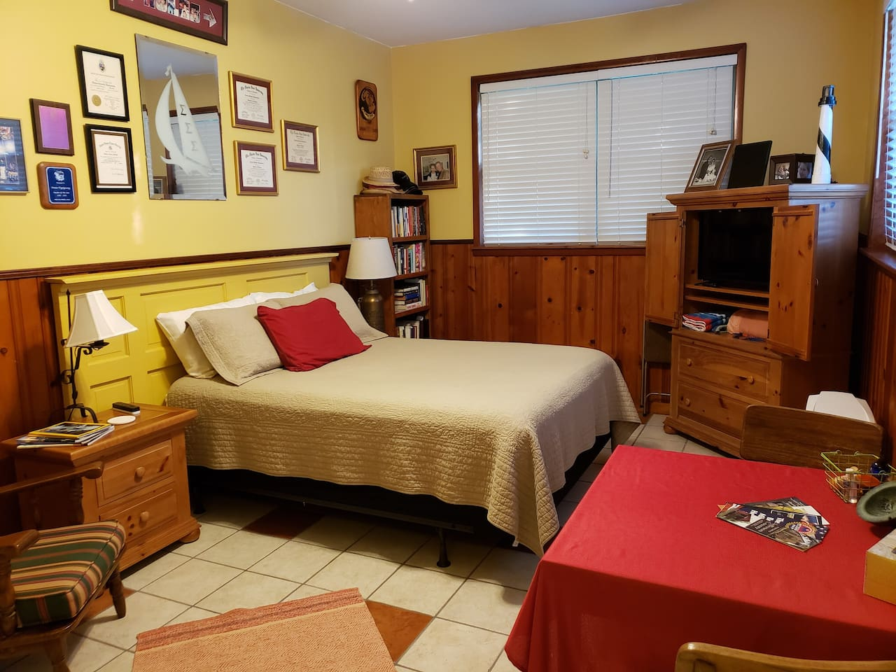 Spacious room with a Super Comfy Queen sized bed, work table, TV, Armchair, & Mini Kitchen Area. Plenty of electrical docks for recharging Electronics while you are on the road.