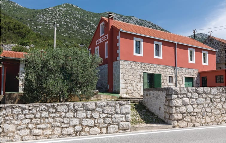 Semi-Detached with 1 bedroom on 34m² in Ploce