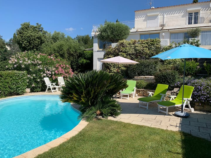 On coast between Cannes & St Tropez, 5-star rating