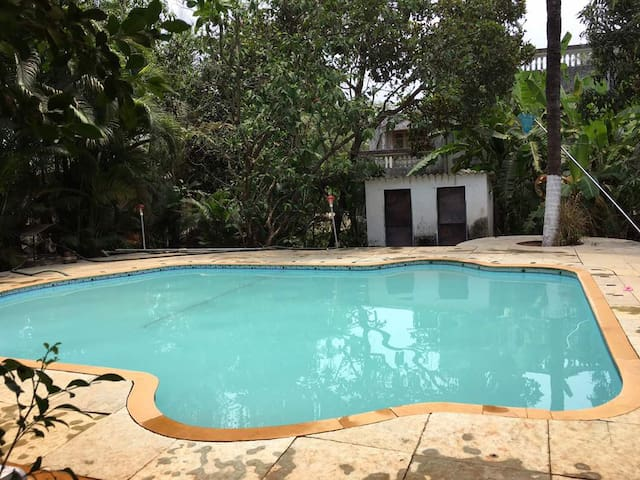 9 Bedroom Air Conditioned House in Alibaug