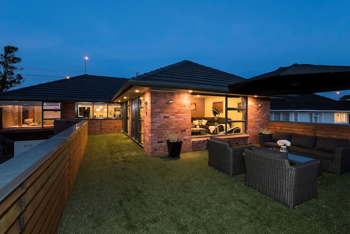 Quality & Luxury Holiday Home, Northshore - Auckland - Villa