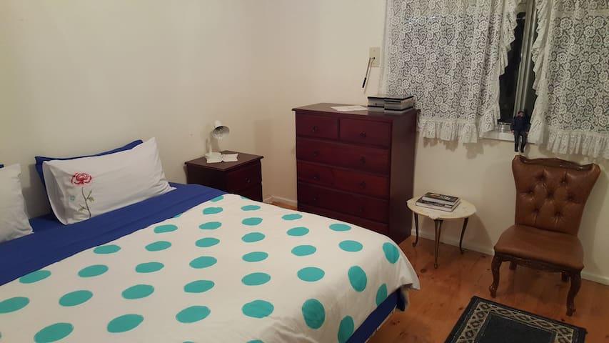 Melbourne Airport Accomodation (Double bedroom) - Keilor East - House