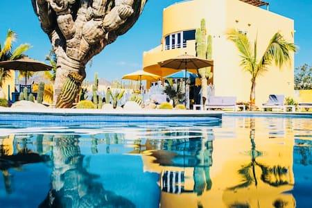 Cerritos Beach + Todos Santos (Roof Deck + Pool)