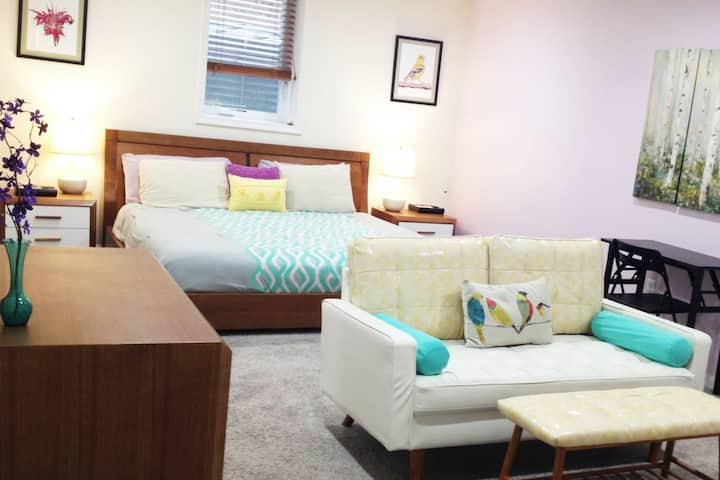 Work & Rest Assured, Private Apt w/King-Sized Bed