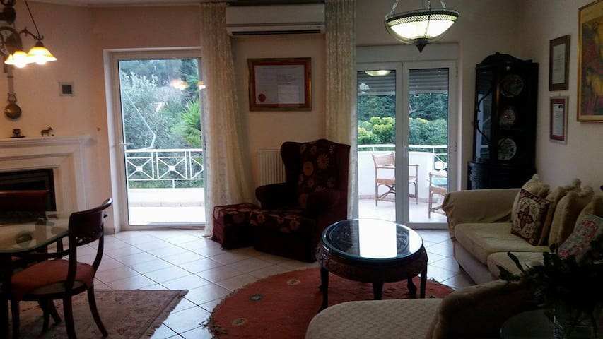 75m2 house,by the sea, near airport (up to 4pers.) - Neapoli - Ev