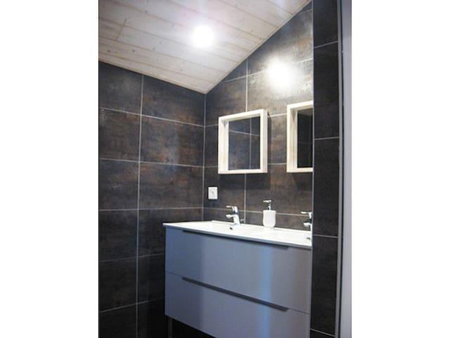 Salle de bain avec 2 vasques