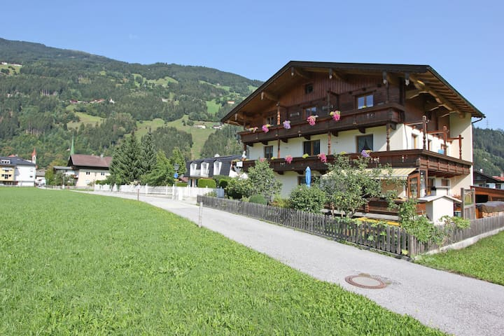 Cozy Apartment in Zell am Ziller Balcony