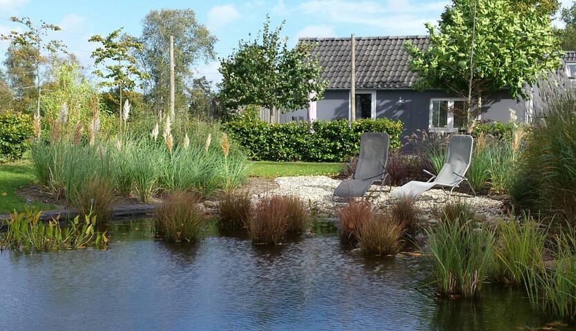 Vrijstaand charmant vakantiehuisje in de natuur.