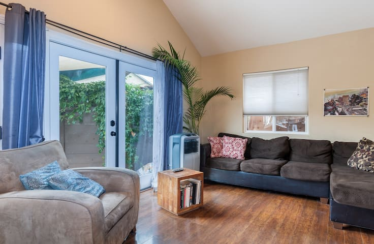 Hidden Away Home -  Modern 2bed, 1 bath