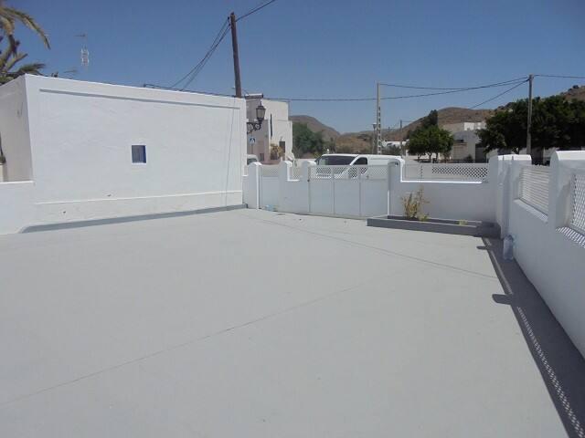 Casa con amplia terraza a 3 km. de San José